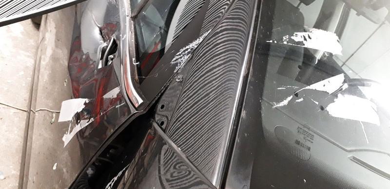 Naprawa wgnieceń w karoseii samochodu 40
